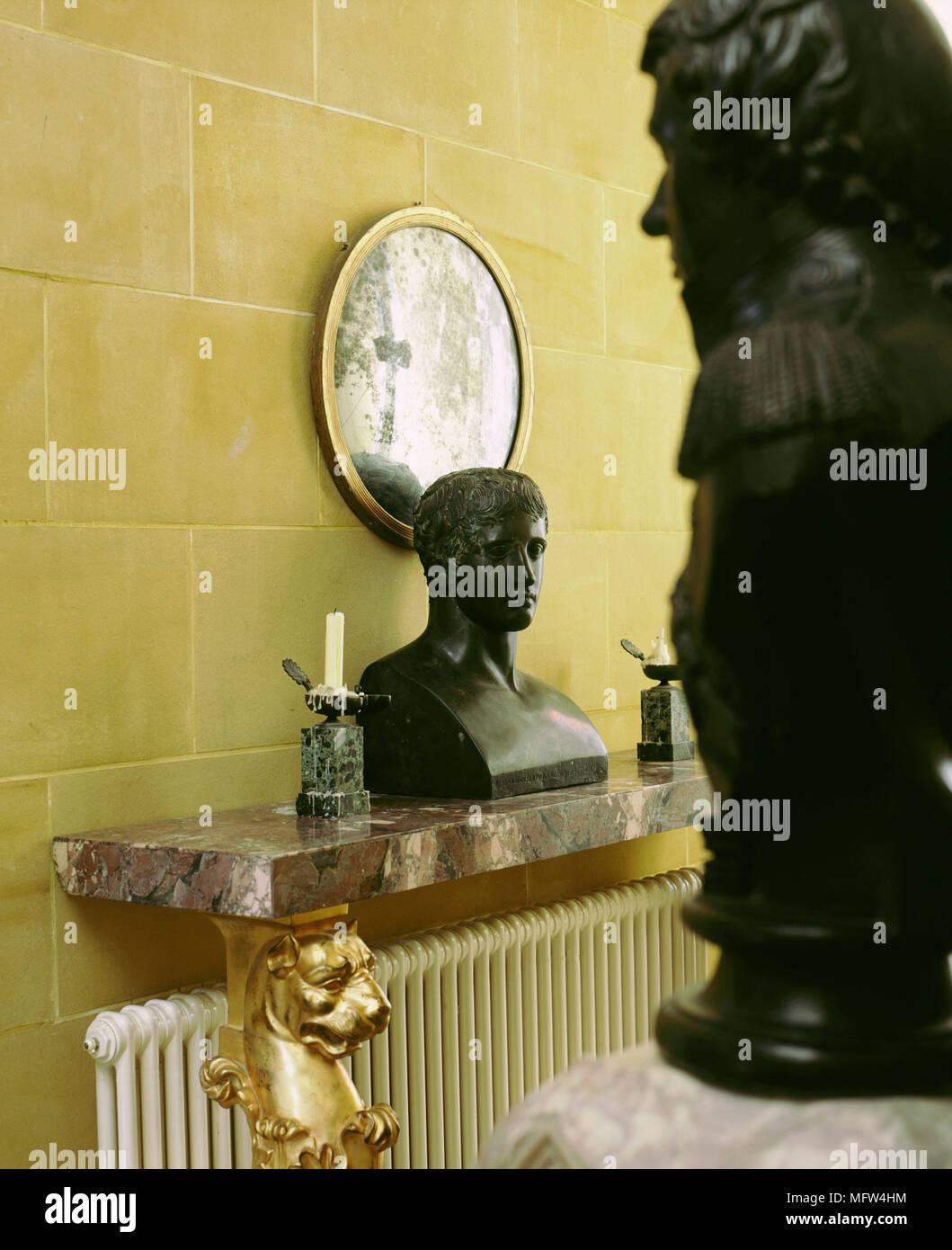 Mensole In Marmo Per Termosifoni dettaglio della scultura in marmo di una mensola a muro con