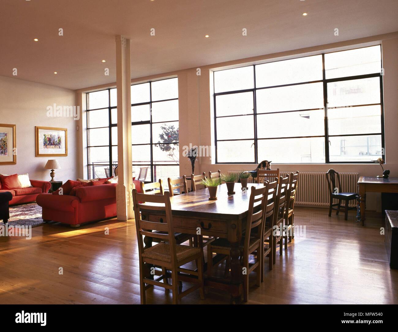 Open plan room spazio soggiorno con tavolo da pranzo in ...