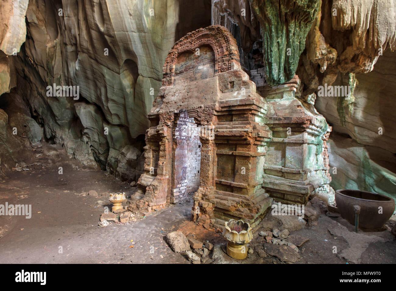 Phnom Chhnork indù Khmer tempio nella grotta in provincia di Kampot, Cambogia Immagini Stock