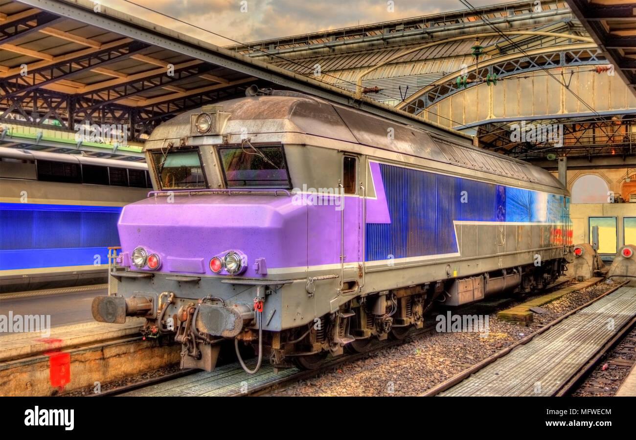 Francese antico locomotiva diesel alla stazione Paris-Est Immagini Stock