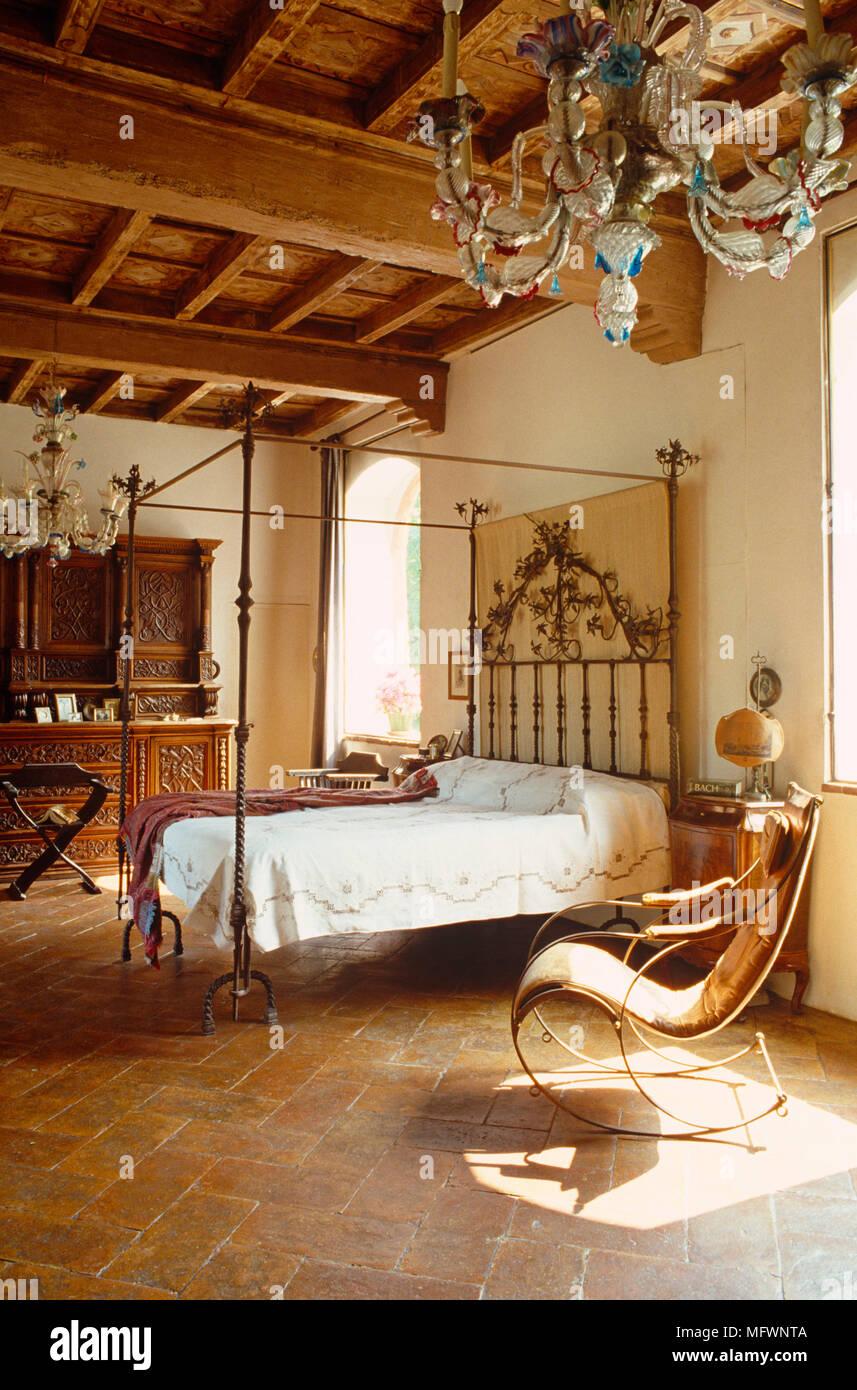 Camera Matrimoniale Stile Antico.Antichi Letti In Ferro Battuto Con Letto A Baldacchino In Camera