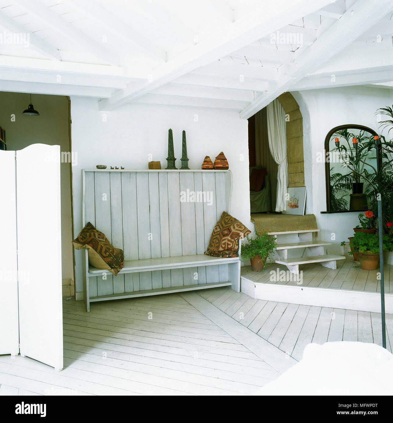Soffitto Travi A Vista Bianco paese bianco corridoio con soffitto con travi a vista e