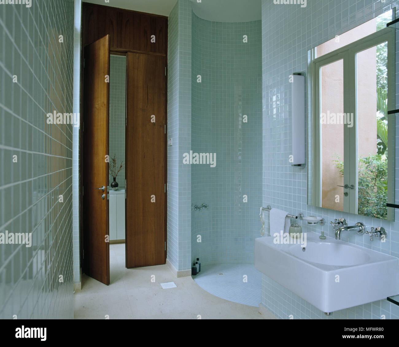 Bagno Con Mattonelle Blu.Bagno Con Mattonelle Blu Circolare Area Doccia E Lavabo Di