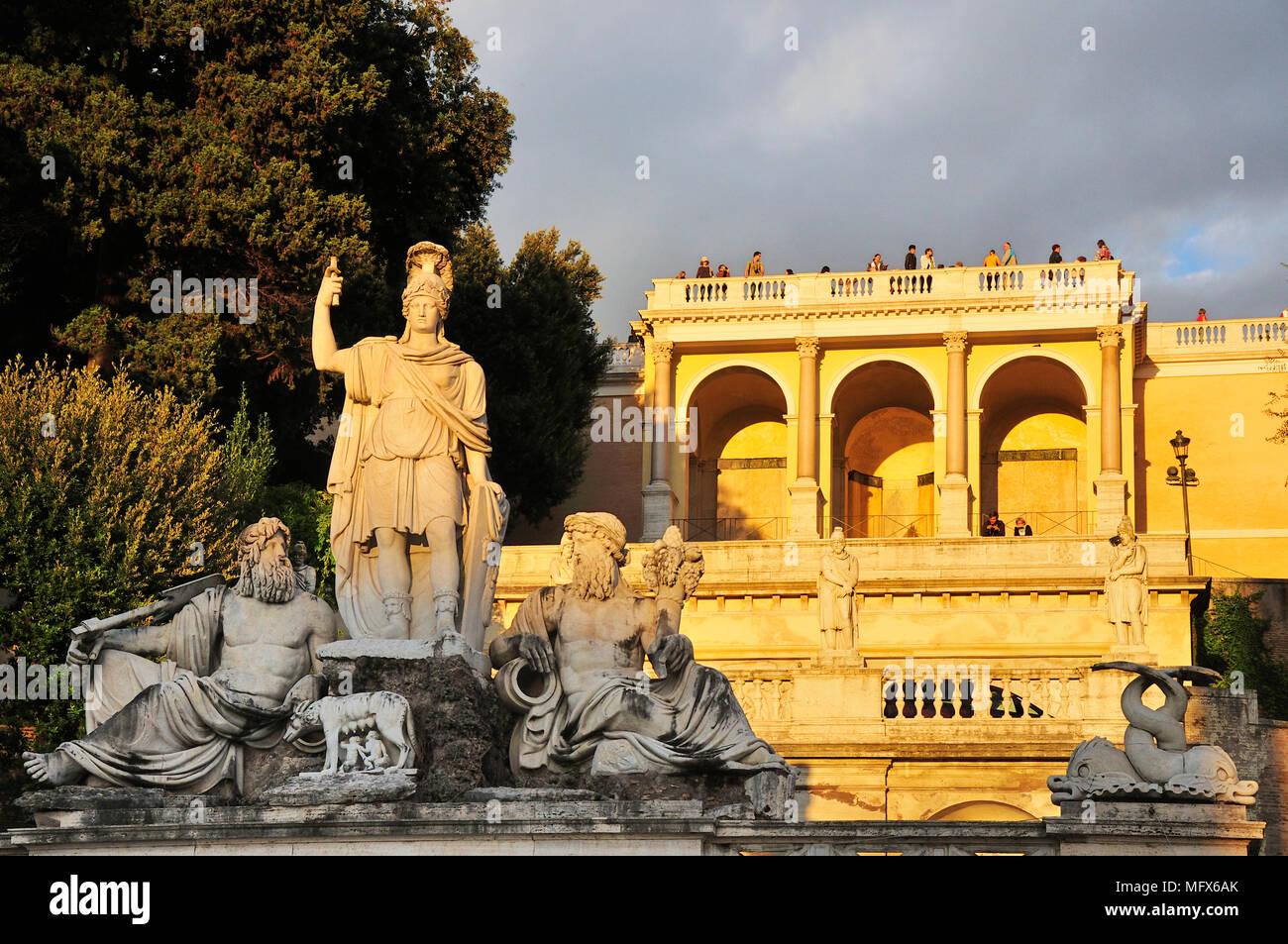 Fontana della Dea Roma (Fontana della Dea di Roma) e la terrazza del Pincio del Pincio. Piazza del Popolo a Roma. Italia Immagini Stock