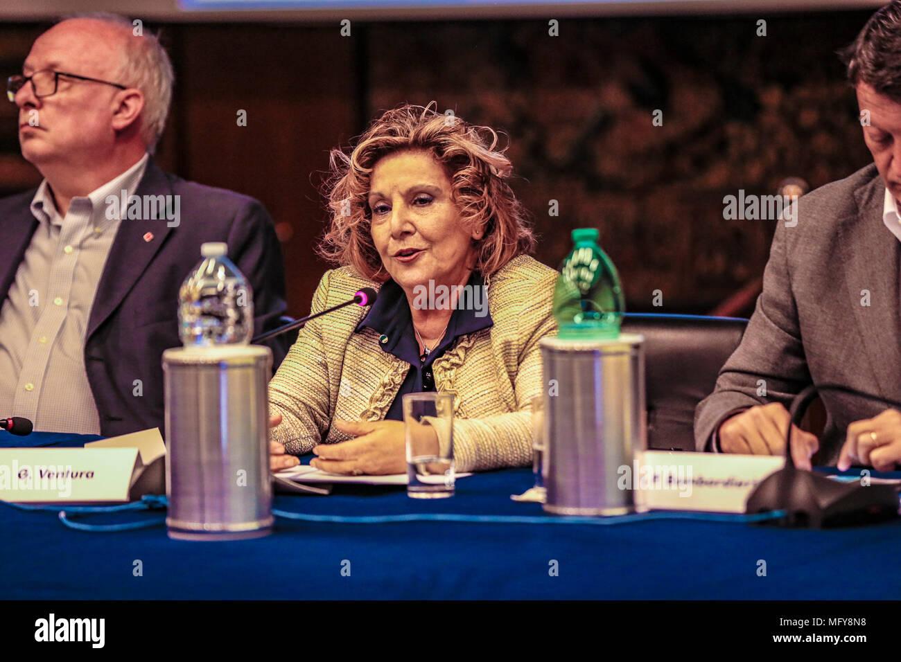 L'Italia. 26 apr, 2018. Presentazione e Conferenza Stampa del Concertone 1° Maggio di p.zza S: Giovanni a Viale Mazzini sede RAI di Roma/ nELLE FOTO I SEGRETARI CONFEDERALI CGIL, CISL, UIL STEFANO COLETTA, PAOLA MARCHESINI, ALESSANDRO LOSTIA, MASSDIMO BONELLI, i presentatori 2018 AMBRA ANGIOLINI E LODO GUENZI/@danielafranceschelliPH/PacificPressAgency conferenza stampa del concertone del 1 maggio di piazza San Giovanni eseguita nella sede Rai di Viale Mazzini. Credito: Daniela Franceschelli/Pacific Press/Alamy Live News Foto Stock