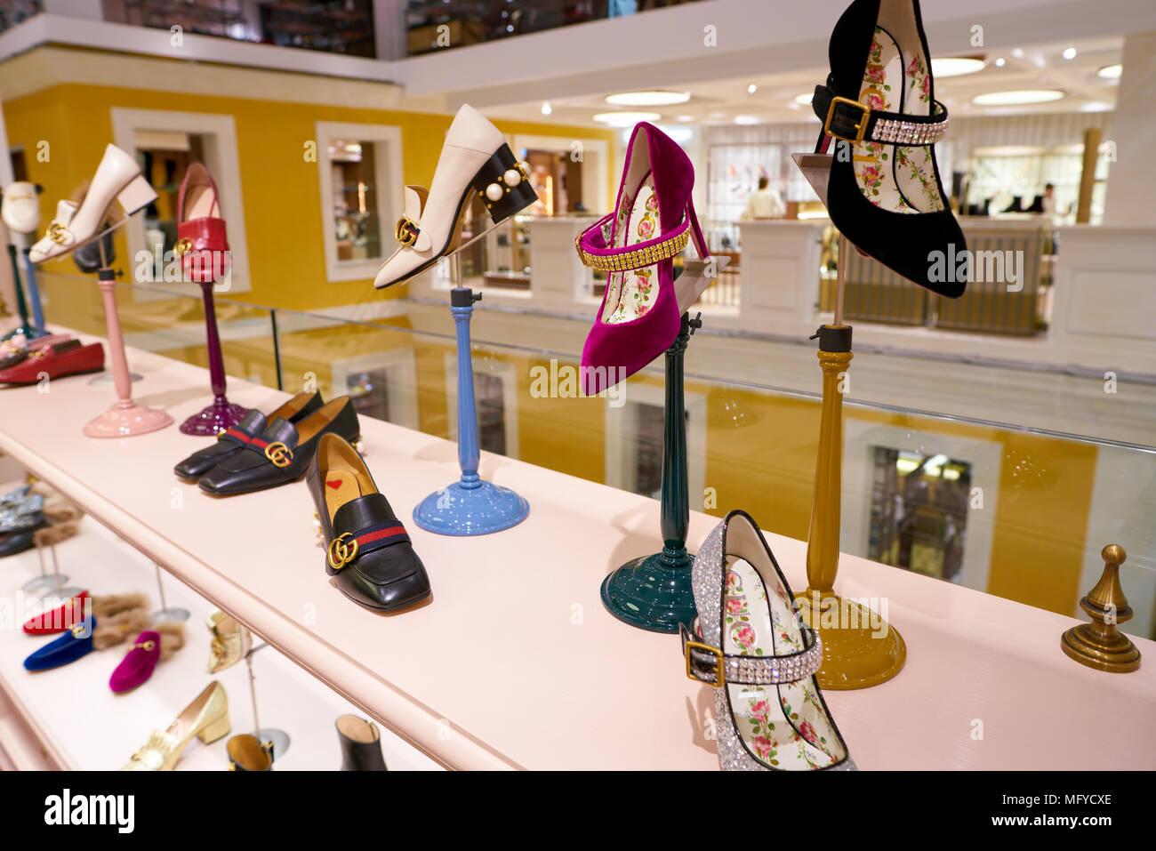 in vendita marchi riconosciuti Los Angeles Roma, Italia - circa novembre, 2017: Gucci scarpe sul ...
