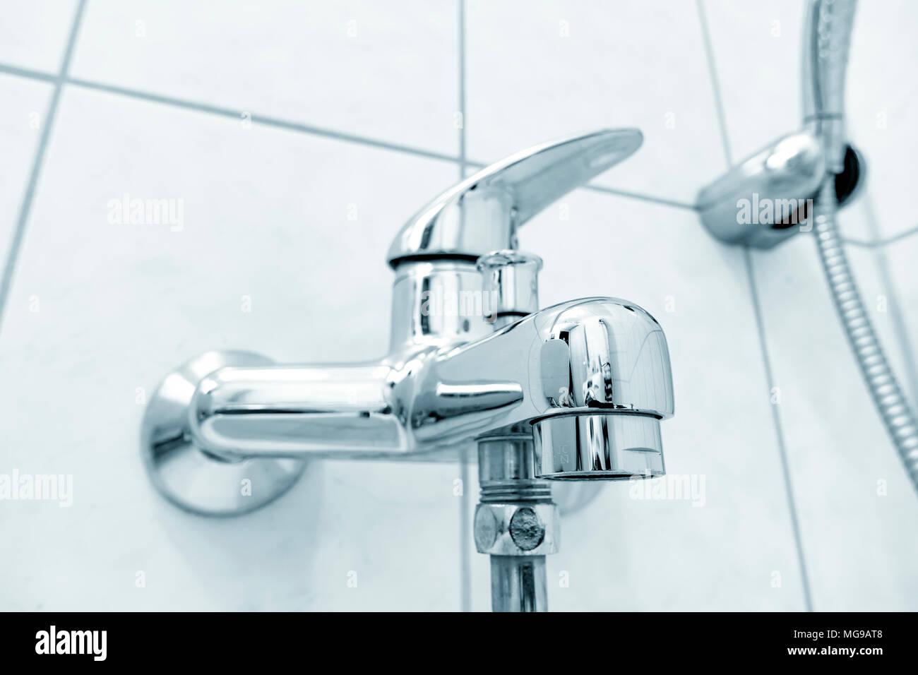 Miscelatore Vasca Da Bagno : Vasca da bagno doccia rubinetto miscelatore foto immagine stock