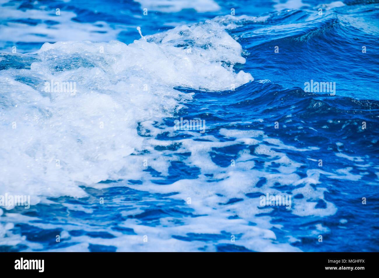 Oceano onda sullo sfondo dell'acqua. Perfetta superficie di acqua - texture. Acqua di mare con onde Immagini Stock