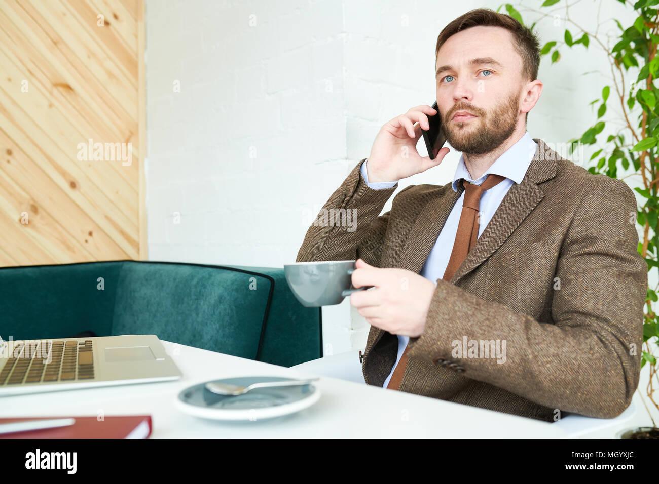 Imprenditore di successo in Cafe Immagini Stock