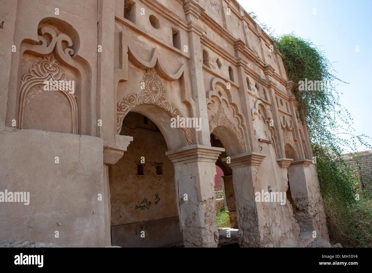 Pareti Esterne Casa : Decorazioni di gesso delle pareti esterne di una casa turca jizan