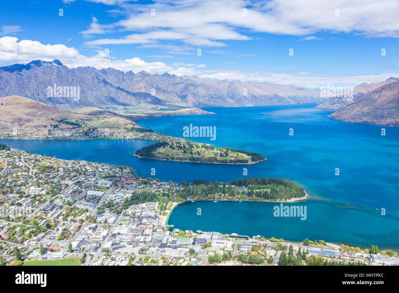 Queenstown Isola del Sud della Nuova Zelanda vista aerea del centro di Queenstown centro città sul lago Wakatipu e il remarkables paesaggio queenstown nuova zelanda Foto Stock