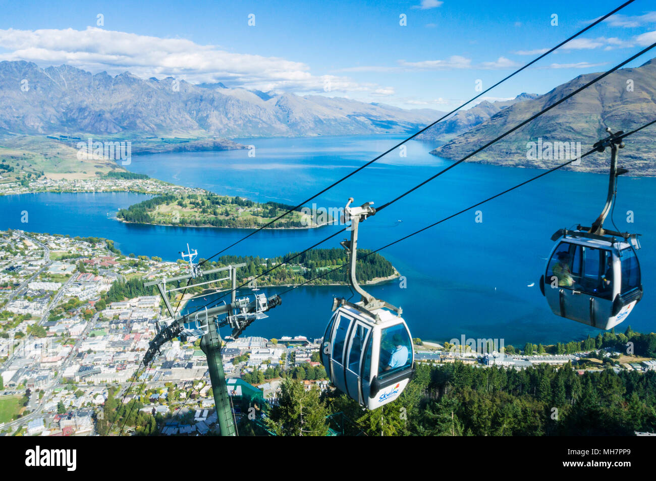 Queenstown Isola del Sud della Nuova Zelanda vista aerea dello skyline gondola centro di Queenstown centro città sul lago Wakatipu e il Remarkables Immagini Stock