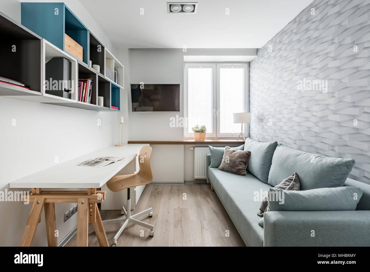 Scrivania Bianca Con Libreria : Libreria in legno moderna con un soggiorno in legno e bianco