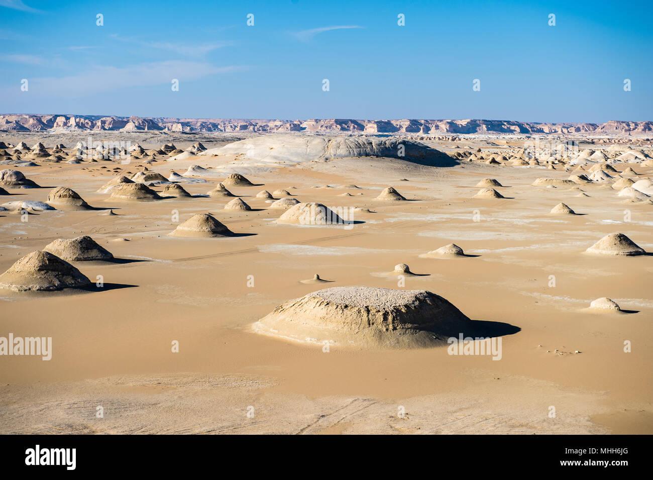 White Desert formazioni al deserto bianco in Egitto Immagini Stock