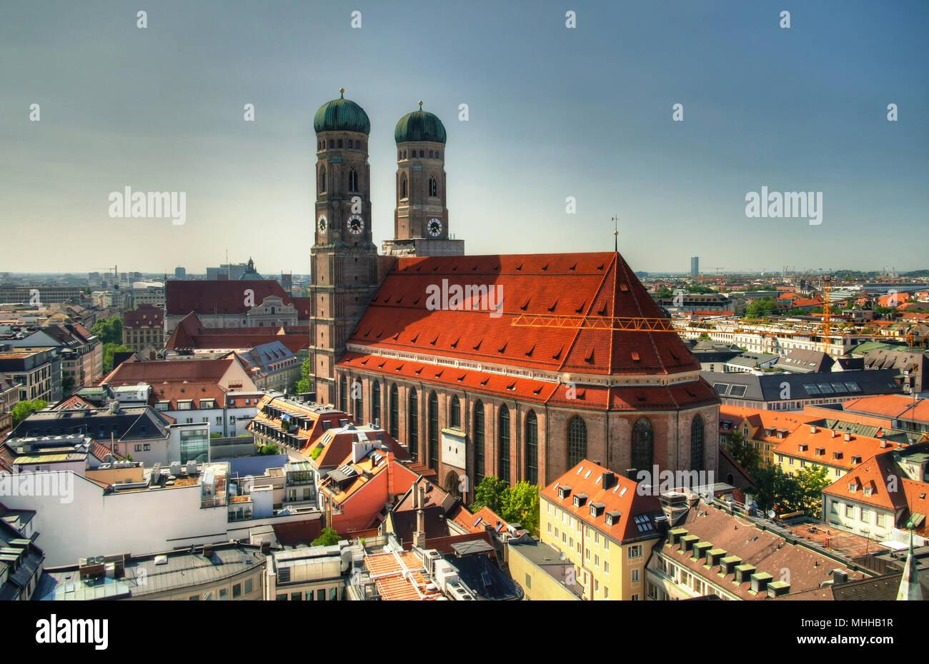 Vista aerea alla chiesa Frauenkirche di Monaco di Baviera, Germania Immagini Stock