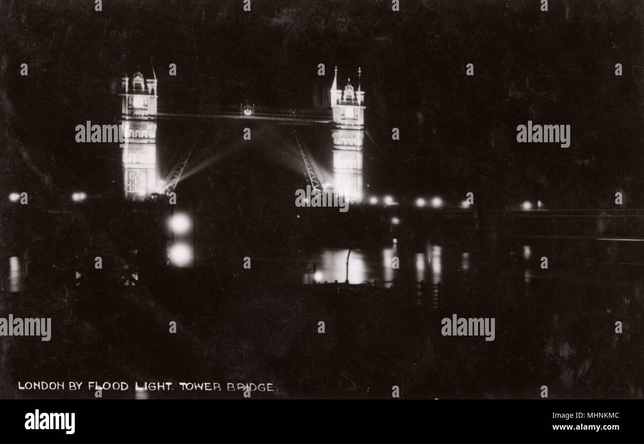 Londra per proiettore - Tower Bridge sul fiume Tamigi Data: circa 1930s Immagini Stock
