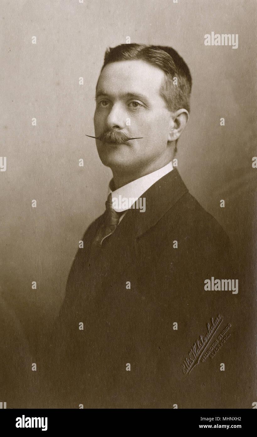 Uomo in studio foto, Blackpool. Data: 1910s Immagini Stock