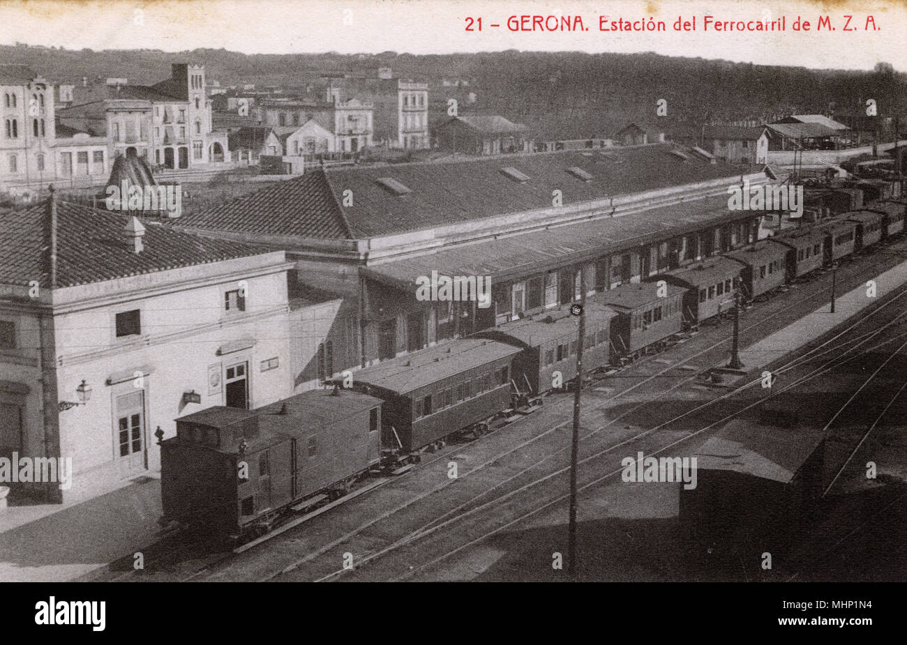 Vista aerea della stazione ferroviaria, Girona, Catalogna, Spagna. Data: circa 1908 Immagini Stock