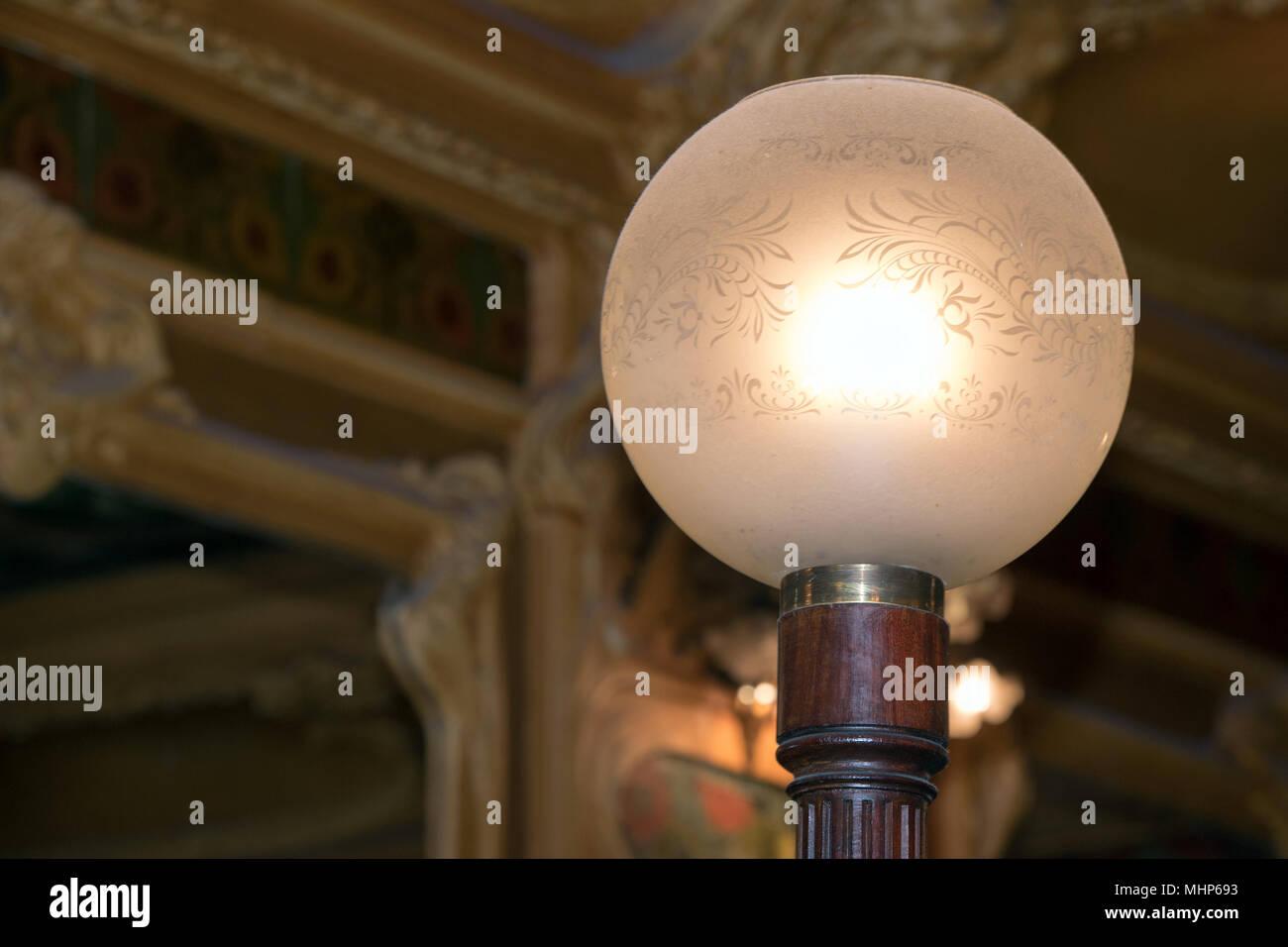 Isolato in stile liberty Lampada sferica Immagini Stock