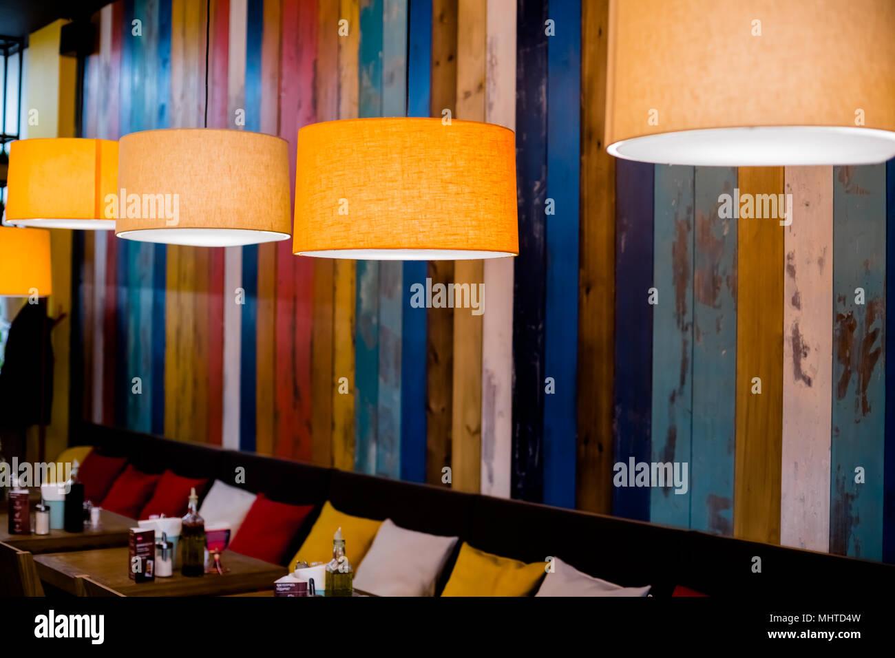 Lampada nel ristorante arancione luce calda vintage illuminazione