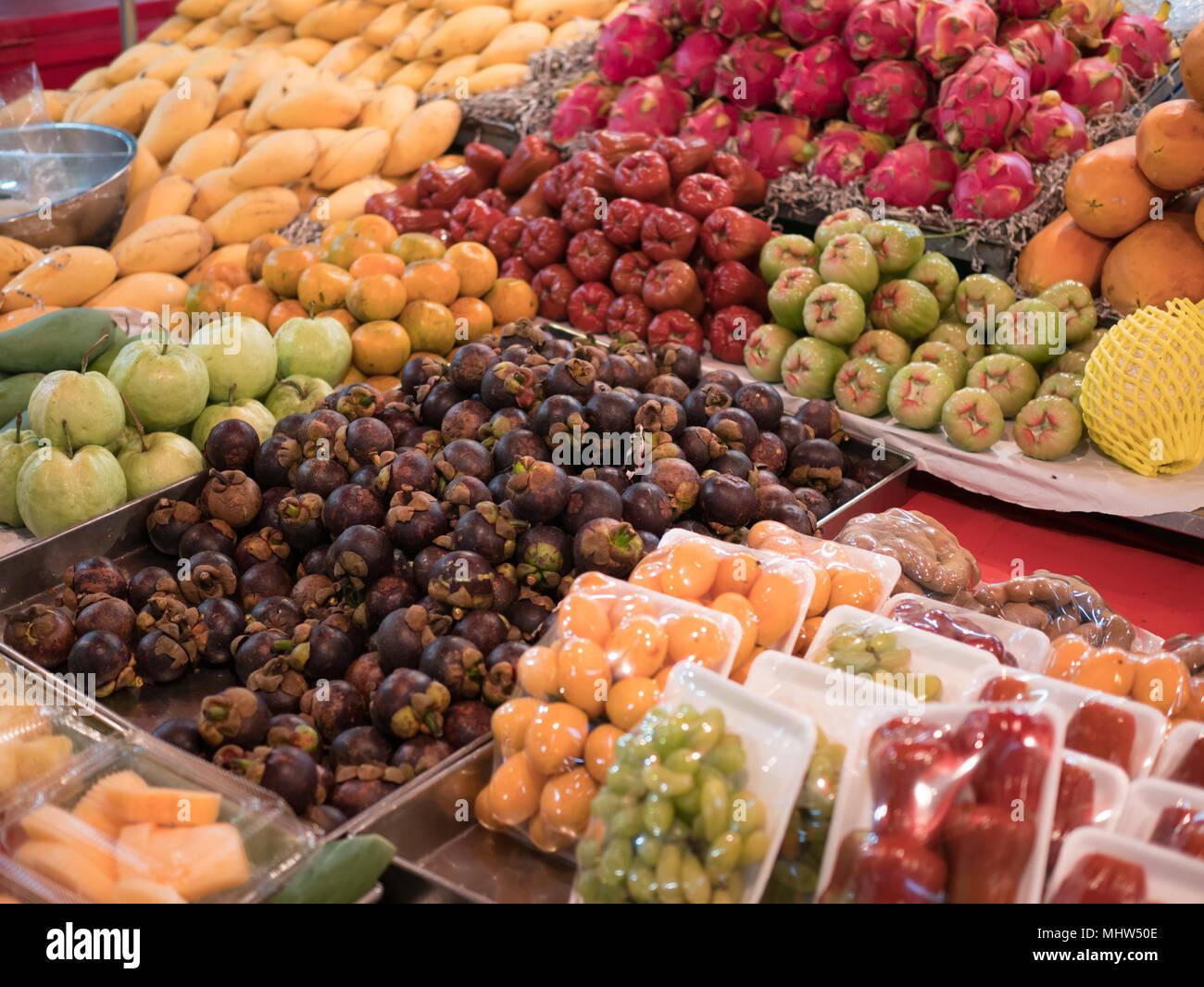 Negozio di vendita frutta fresca varietà Immagini Stock
