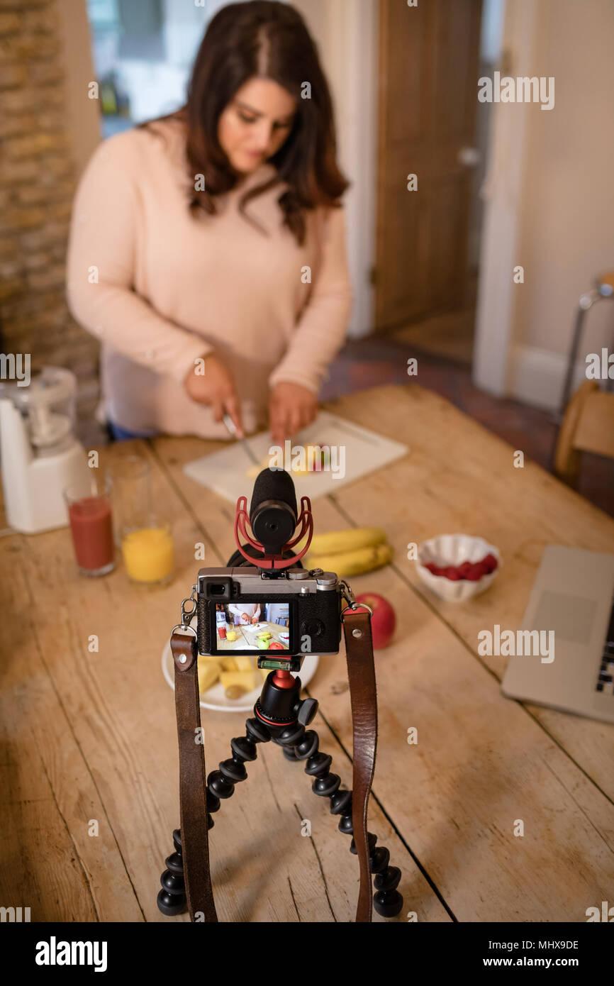 Video di sesso femminile blogger registrazione video vlog Immagini Stock