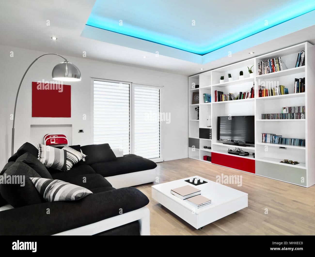 Divano Nero Moderno : Scatti di interni di un soggiorno moderno con tessuto nero divano
