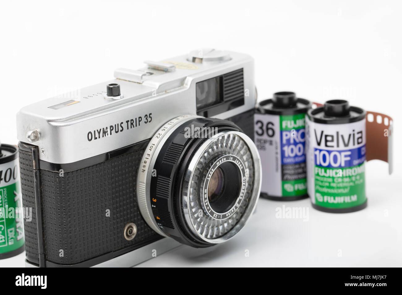 Un gruppo di lavoro di viaggio Olympus 35 telecamera cinematografica acquistato per £ 1 dal labirinto in vendita in Dorset England Regno Unito. Produzione di telecamera correva da 1967-1984 e fu fitt Immagini Stock