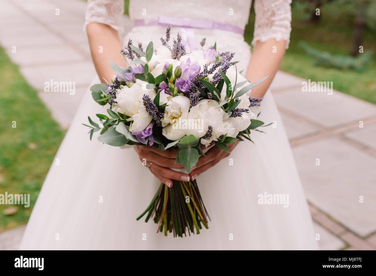 Bouquet Sposa Lavanda.Abito Da Sposa Gli Anelli Di Nozze Nozze Bouquet Con