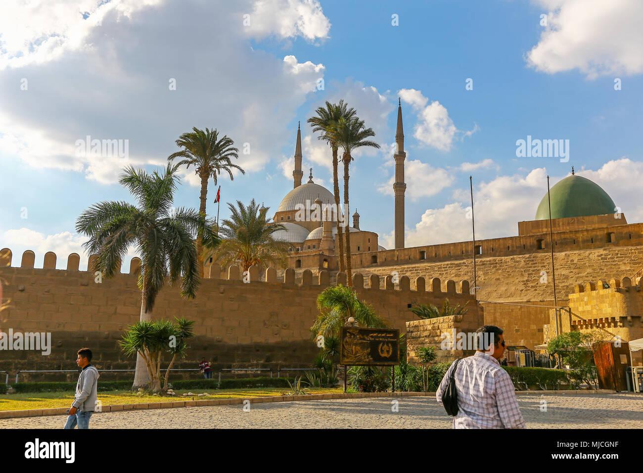 Il Saladino Cittadella del Cairo sulla collina di Moqattam vicino al centro della città medievale fortificata islamica del Cairo in Egitto, Africa Immagini Stock
