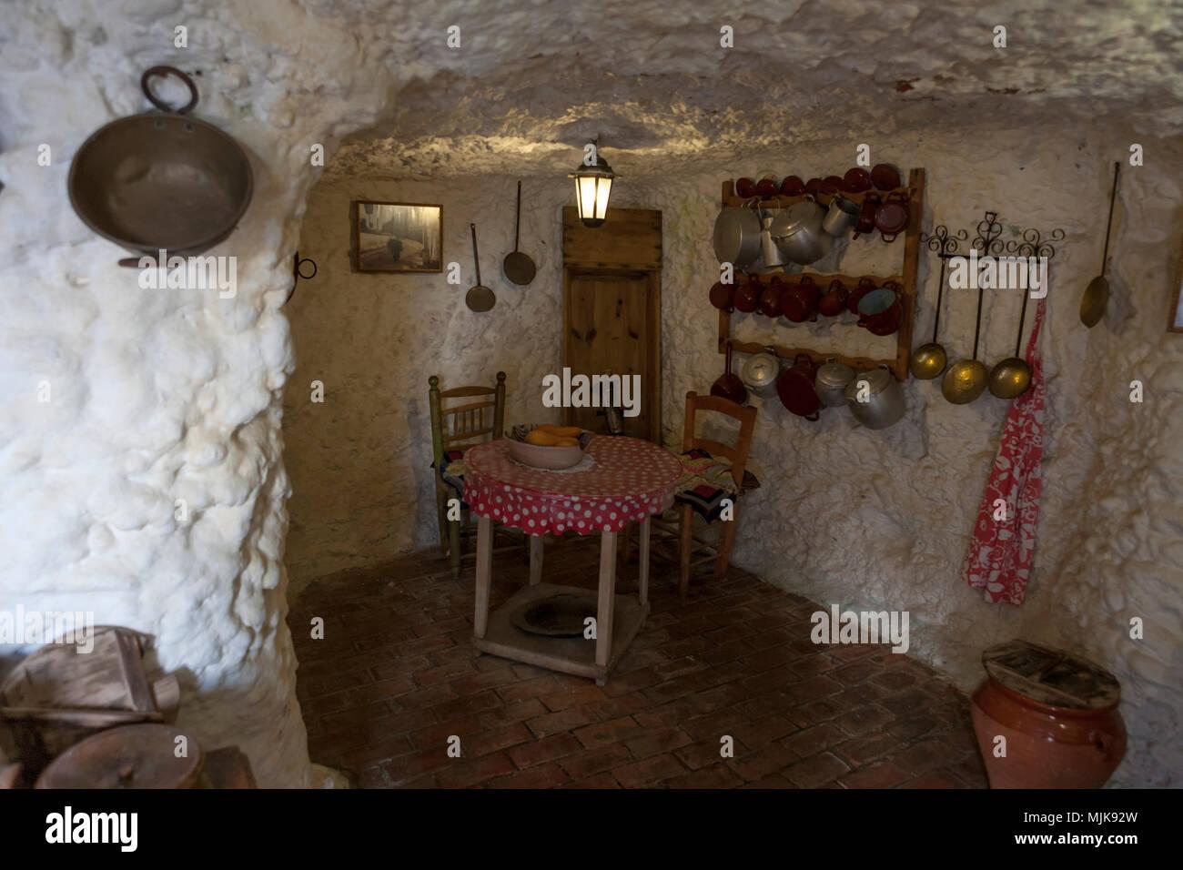 Grotta di interni di abitazione museo cuevas del for Interni abitazioni