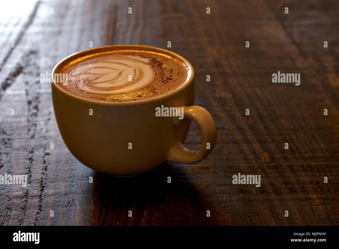 Niente di meglio di un ottimo caffè drink in una bella mattina di primavera. Immagini Stock