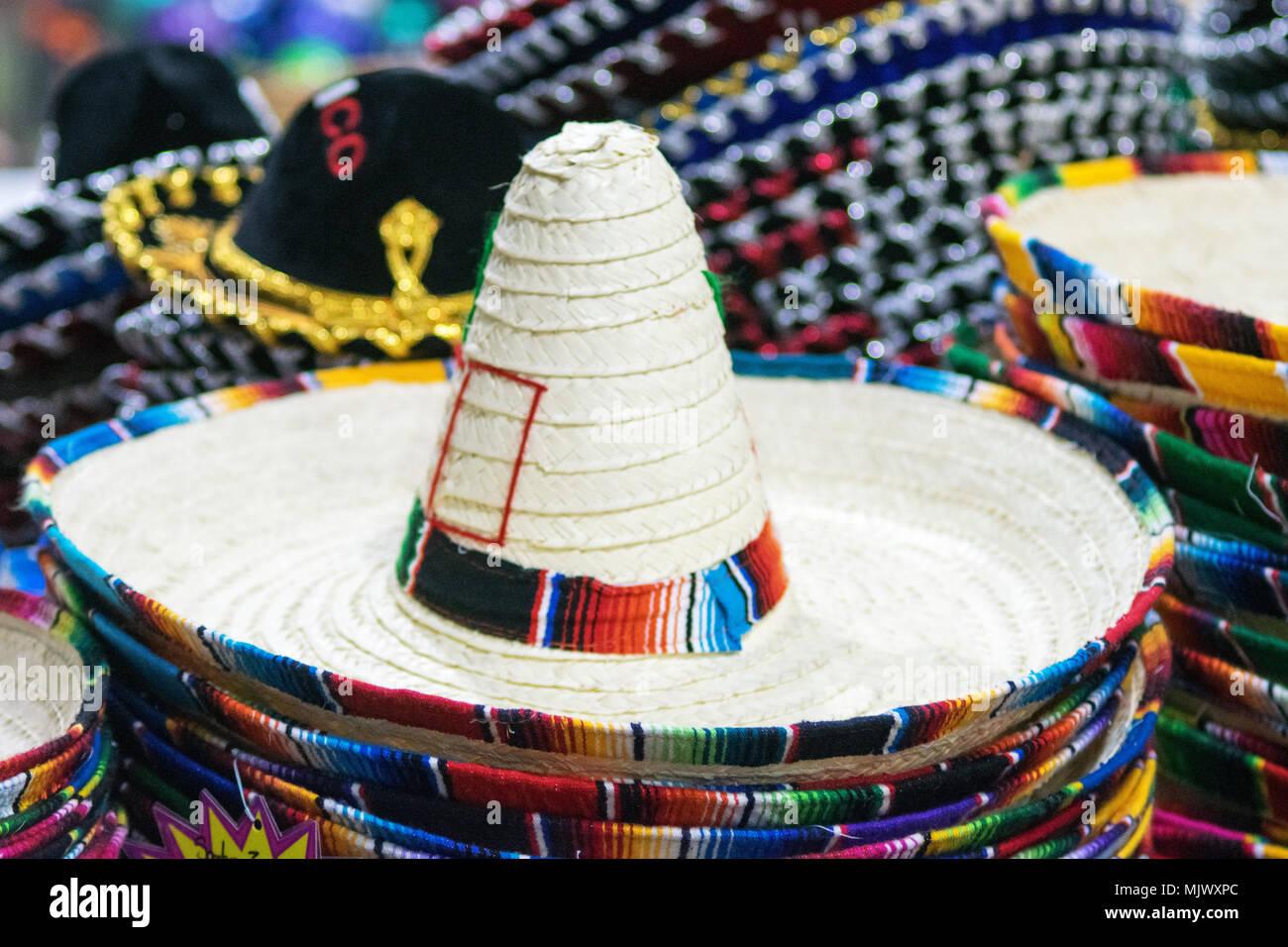 Tradizionale messicano cappelli per la vendita Foto   Immagine Stock ... f8a824ad3b59