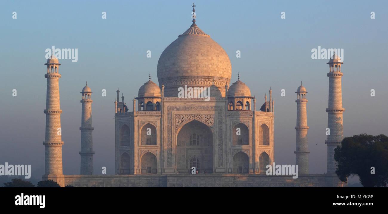 Panoramic Taj Mahal di sunrise Immagini Stock