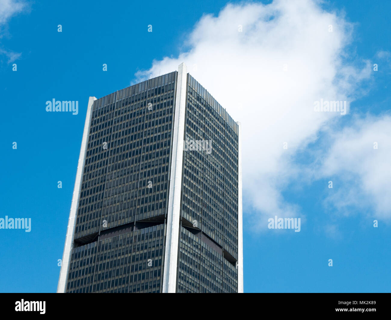 H9ed2i Cielo Montreal Borsa Della Un Visione Blu Edificio Di Con Angolo ordCxBe