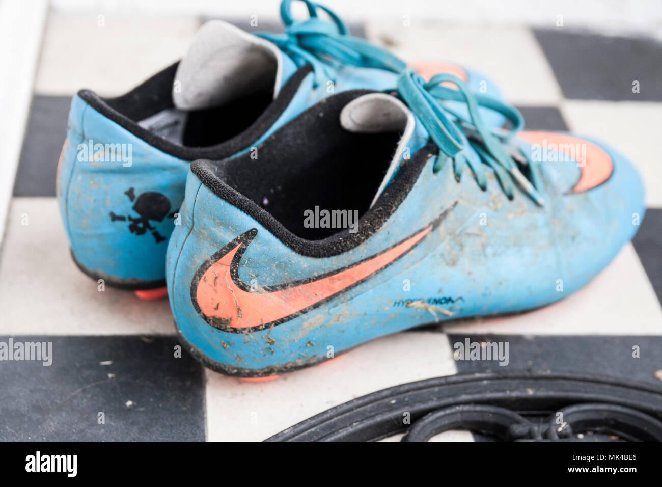 Coppia di bambini scarpe da calcio, kids scarpe da calcio
