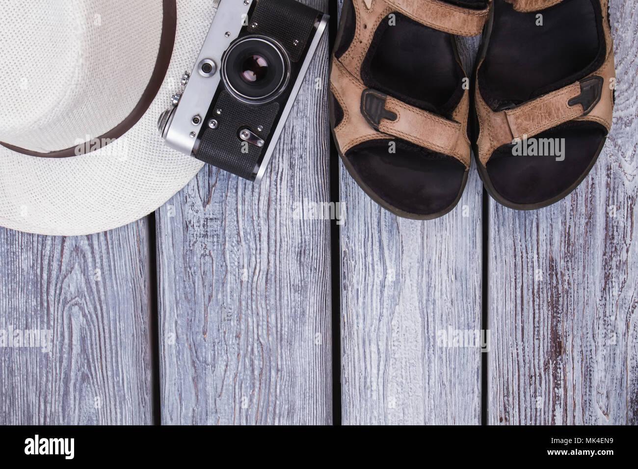 Scrivania Vintage Bianca : Estate traveler attributi con copyspace. sandali maschio vintage