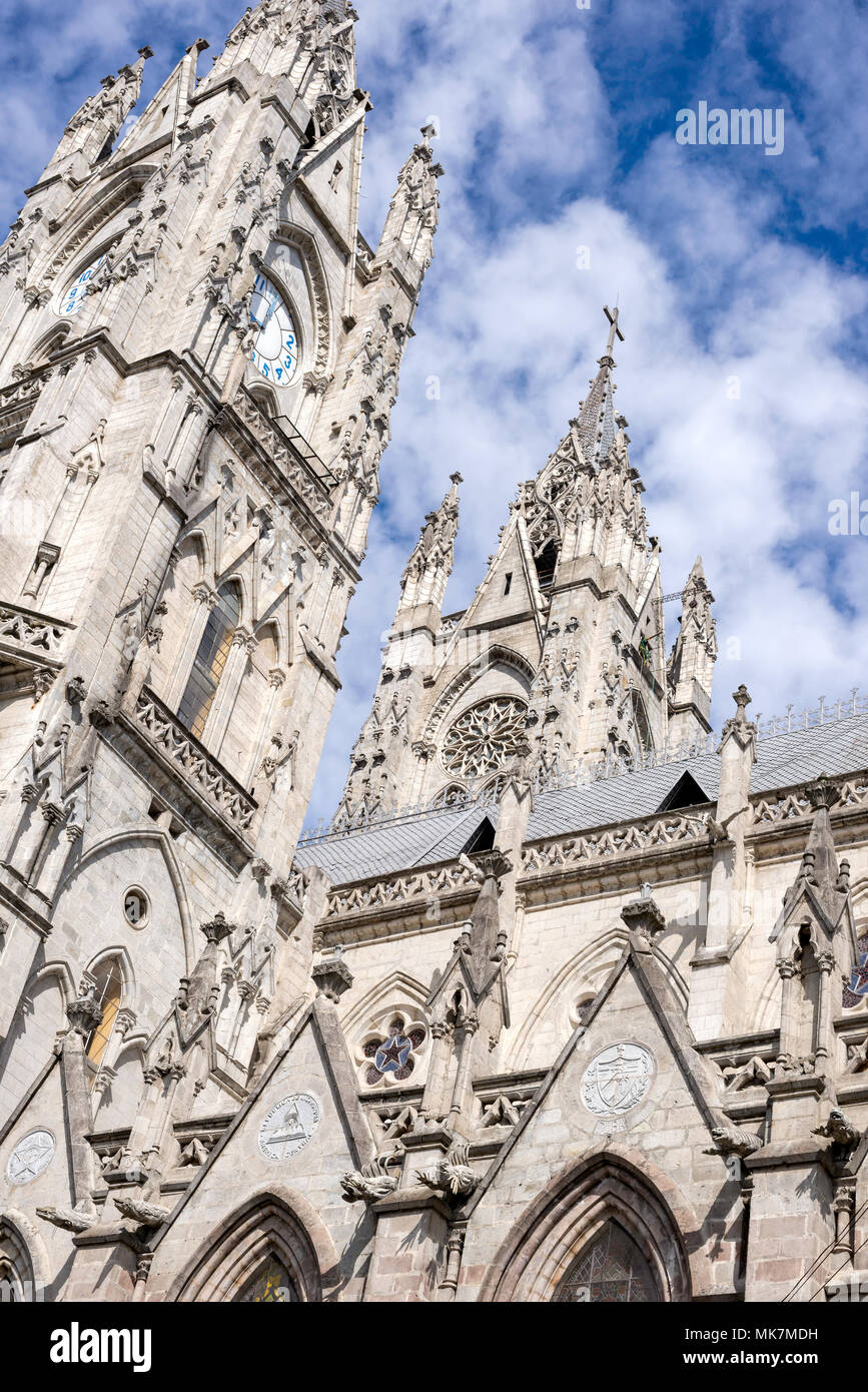 Campanili neogotico, Basílica del voto Nacional (Basilica del Voto Nazionale) a Quito, Ecuador. Immagini Stock