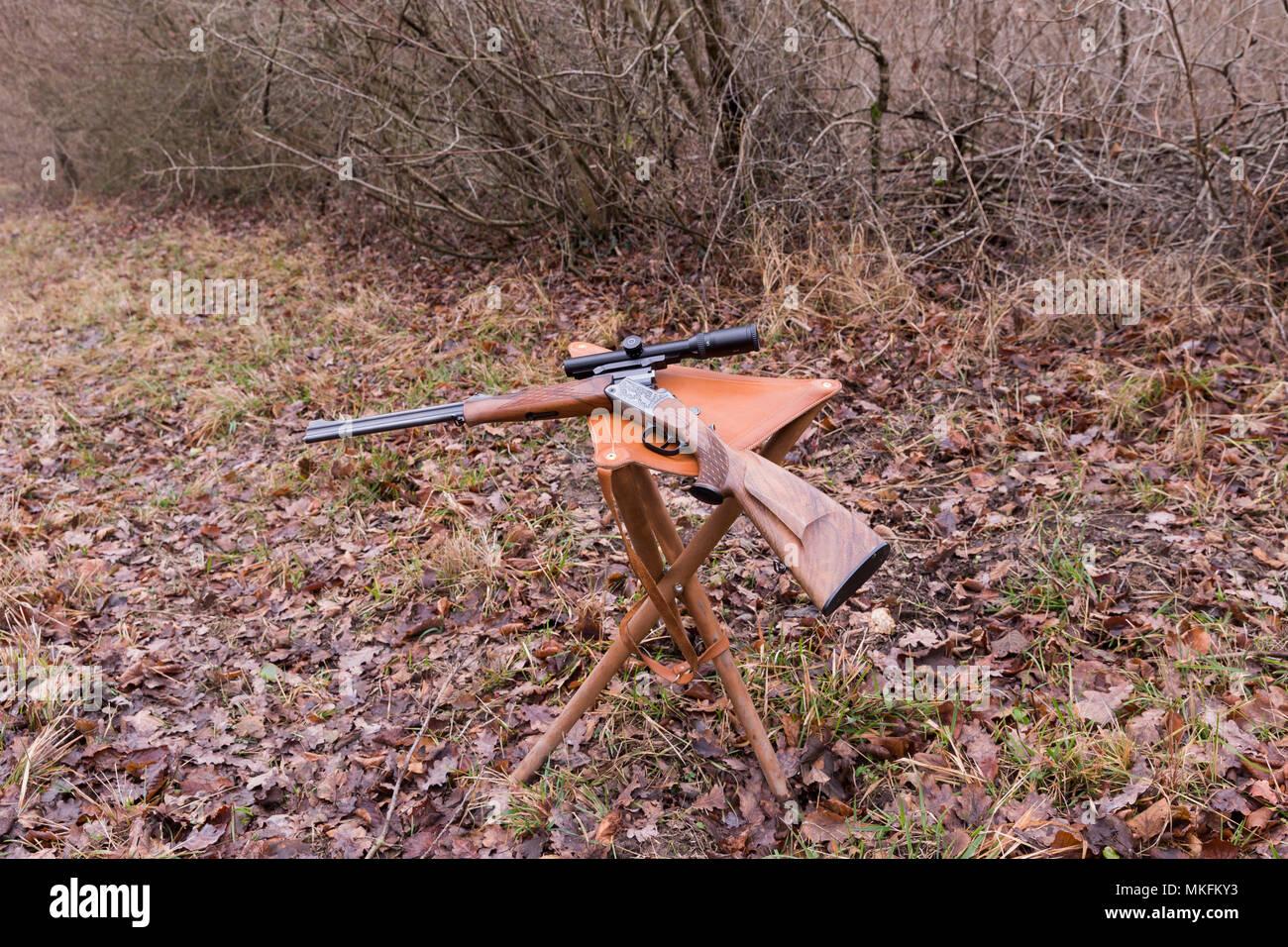 Per la caccia alla grossa selvaggina stazione di caccia con uno