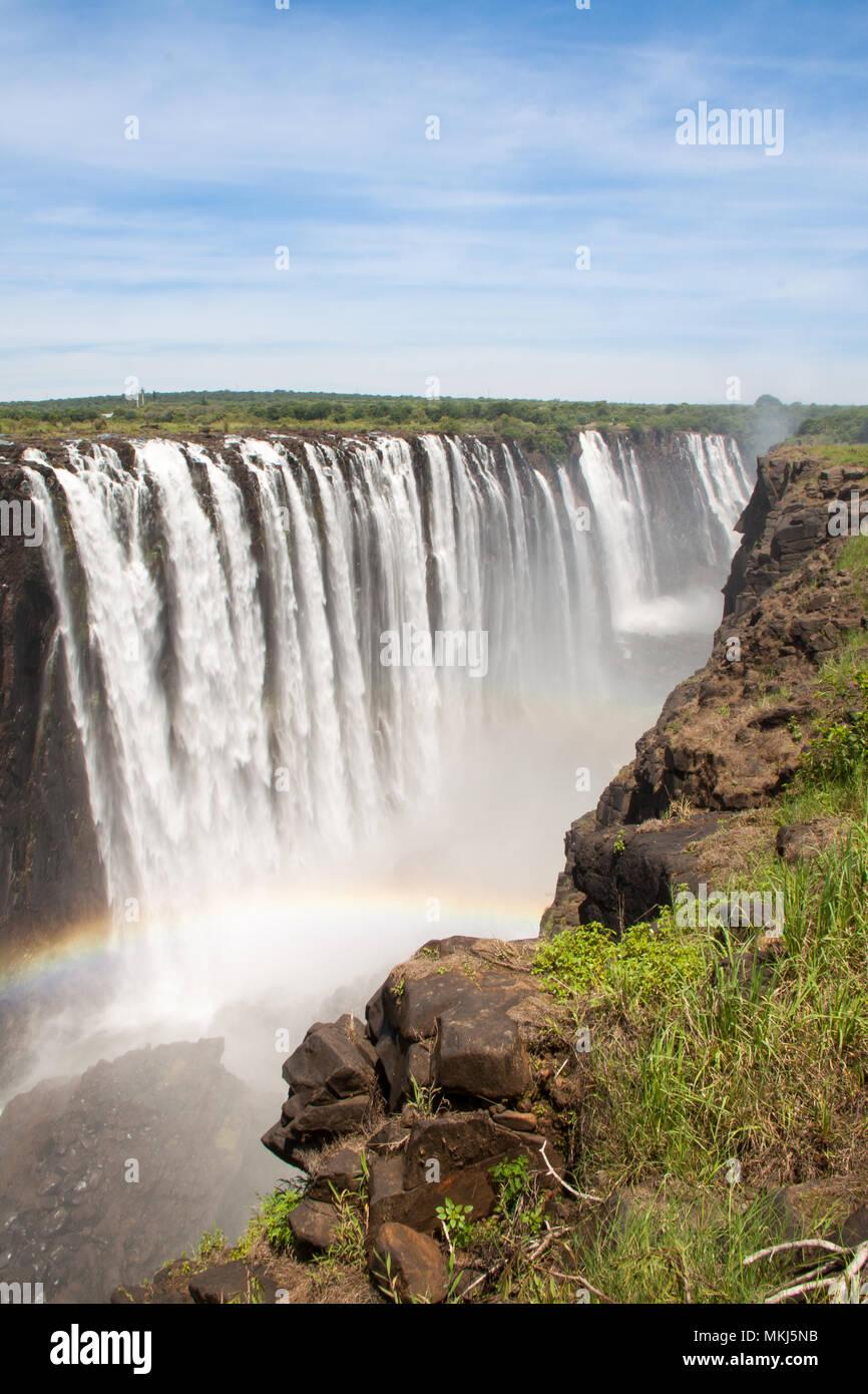 Victoria Falls con arcobaleno, Zimbabwe Immagini Stock