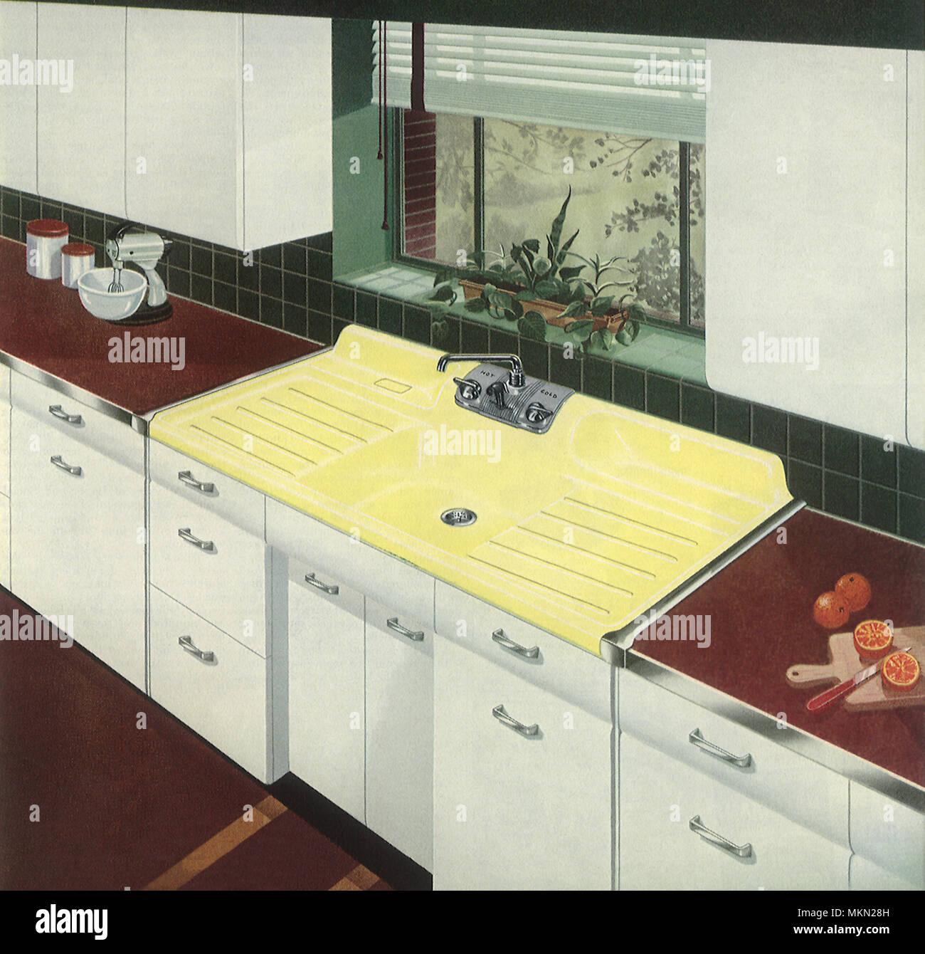 Cucina con lavandino in giallo foto immagine stock 184244945 alamy - Sifone lavandino cucina ...