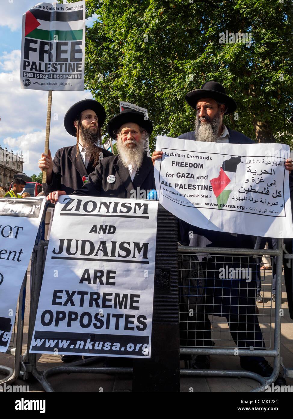 29 luglio 2014 marzo contro il sionismo - ebrei ortodossi di protesta contro i bombardamenti su Gaza - Londra, Inghilterra Immagini Stock