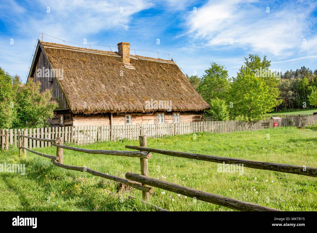 Tradizionale campagna polacca in legno case in paglia e for Case in legno in polonia