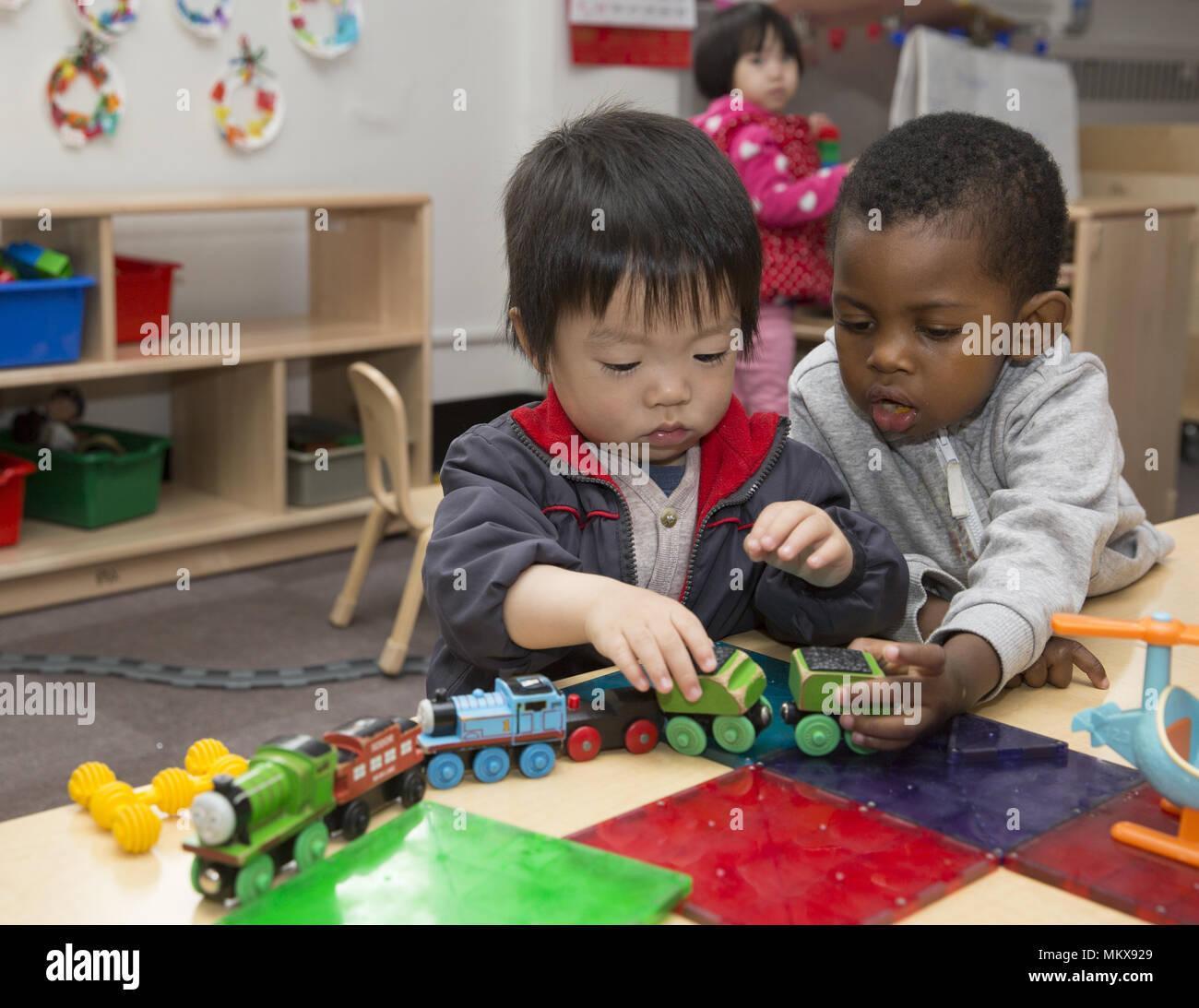 Lower East Side multi etnico scuola materna nel quartiere di Chinatown di Manhattan. Immagini Stock