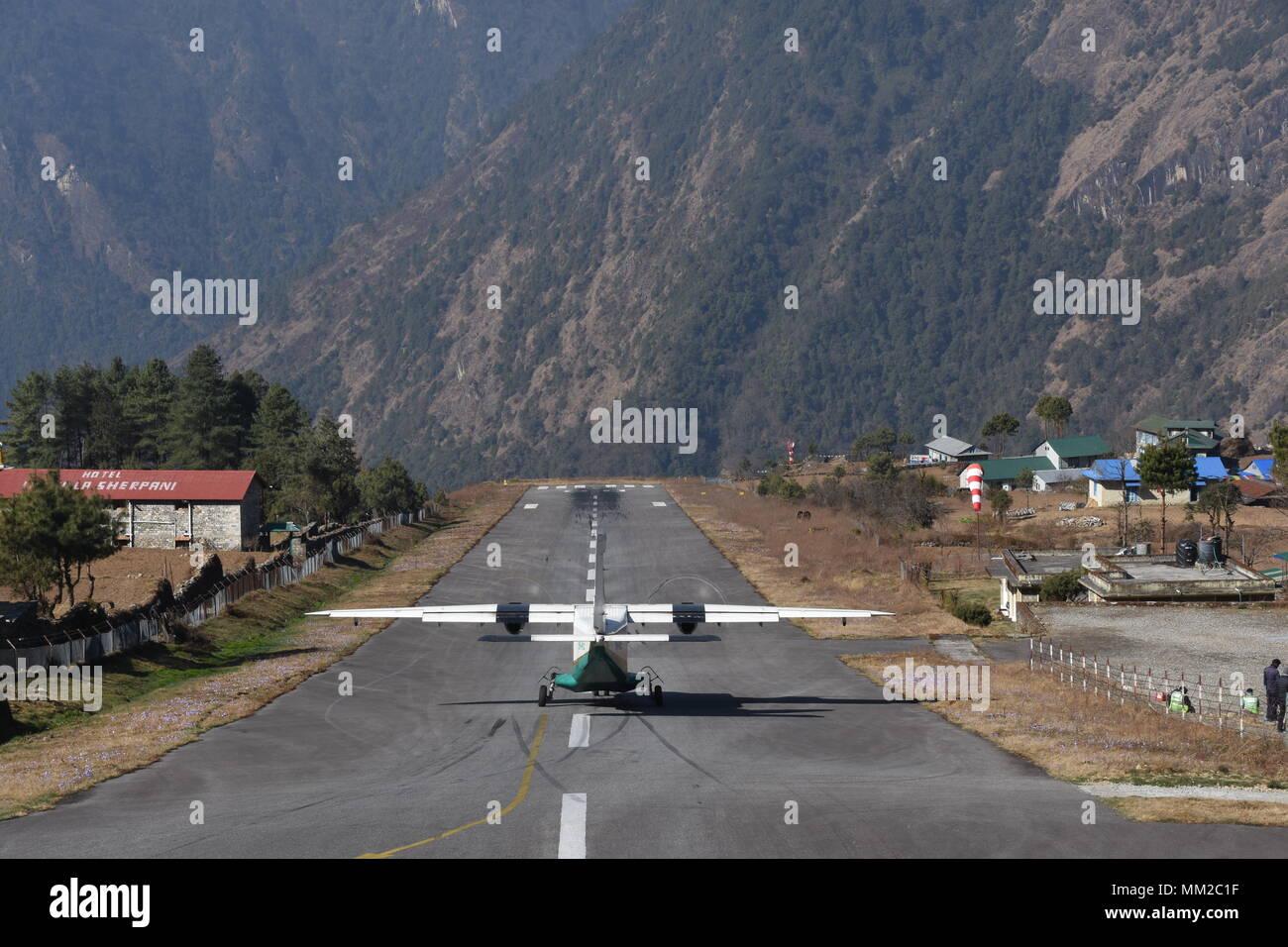 Aerei in partenza a Lukla, Aeroporto Lukla, Nepal Immagini Stock