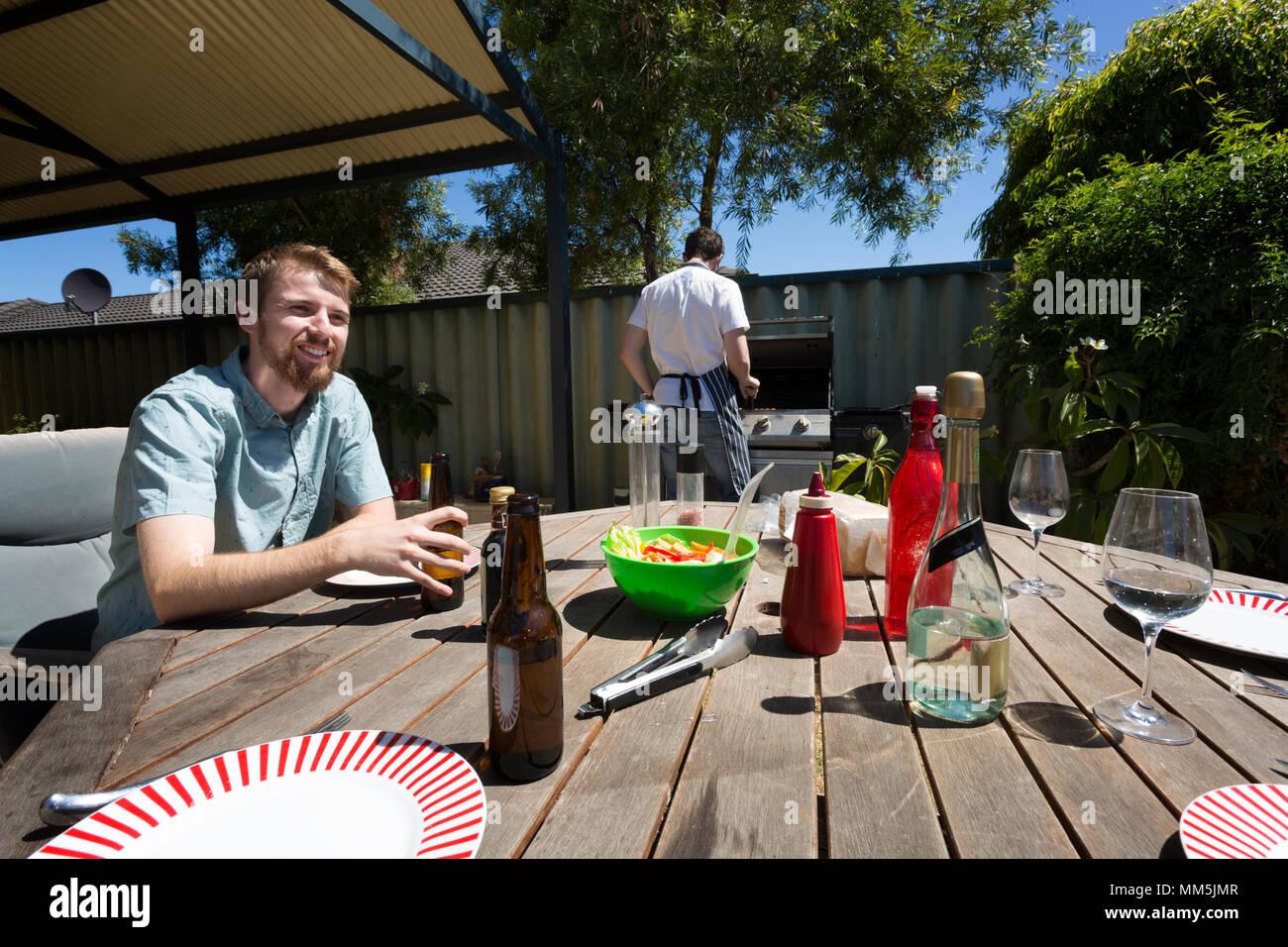 Una tabella impostata per un barbecue Australiano. Immagini Stock