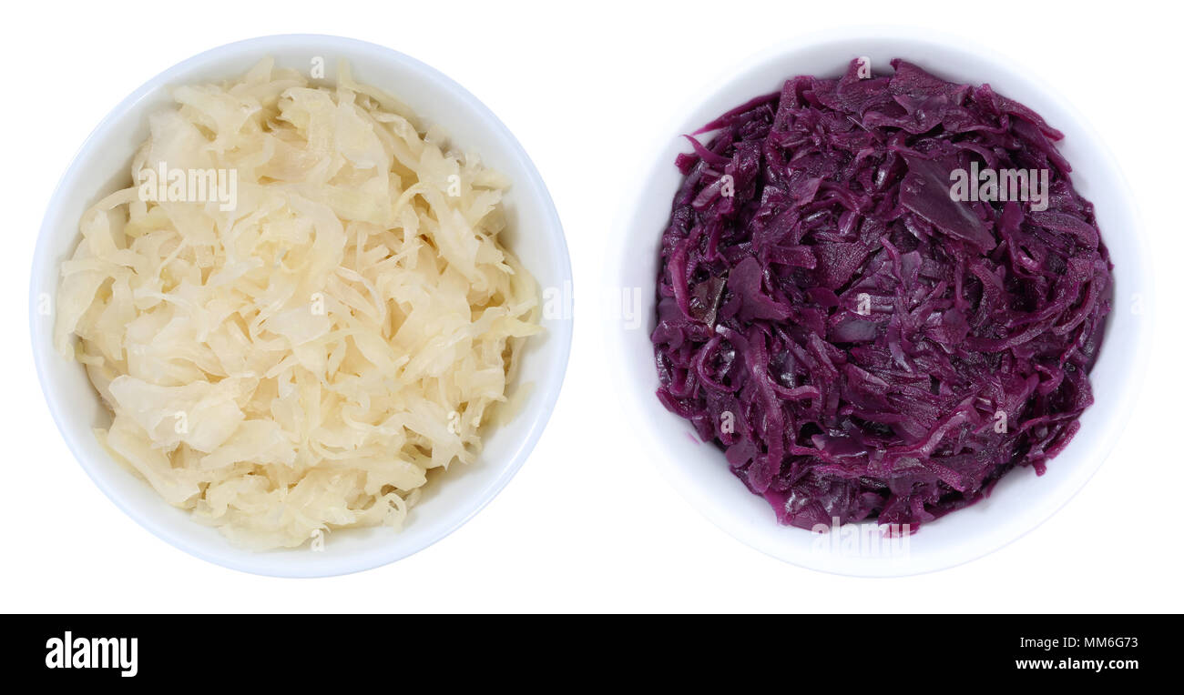 Crauti coleslaw e cavolo rosso affettato dal recipiente di cui sopra isolata su uno sfondo bianco Immagini Stock