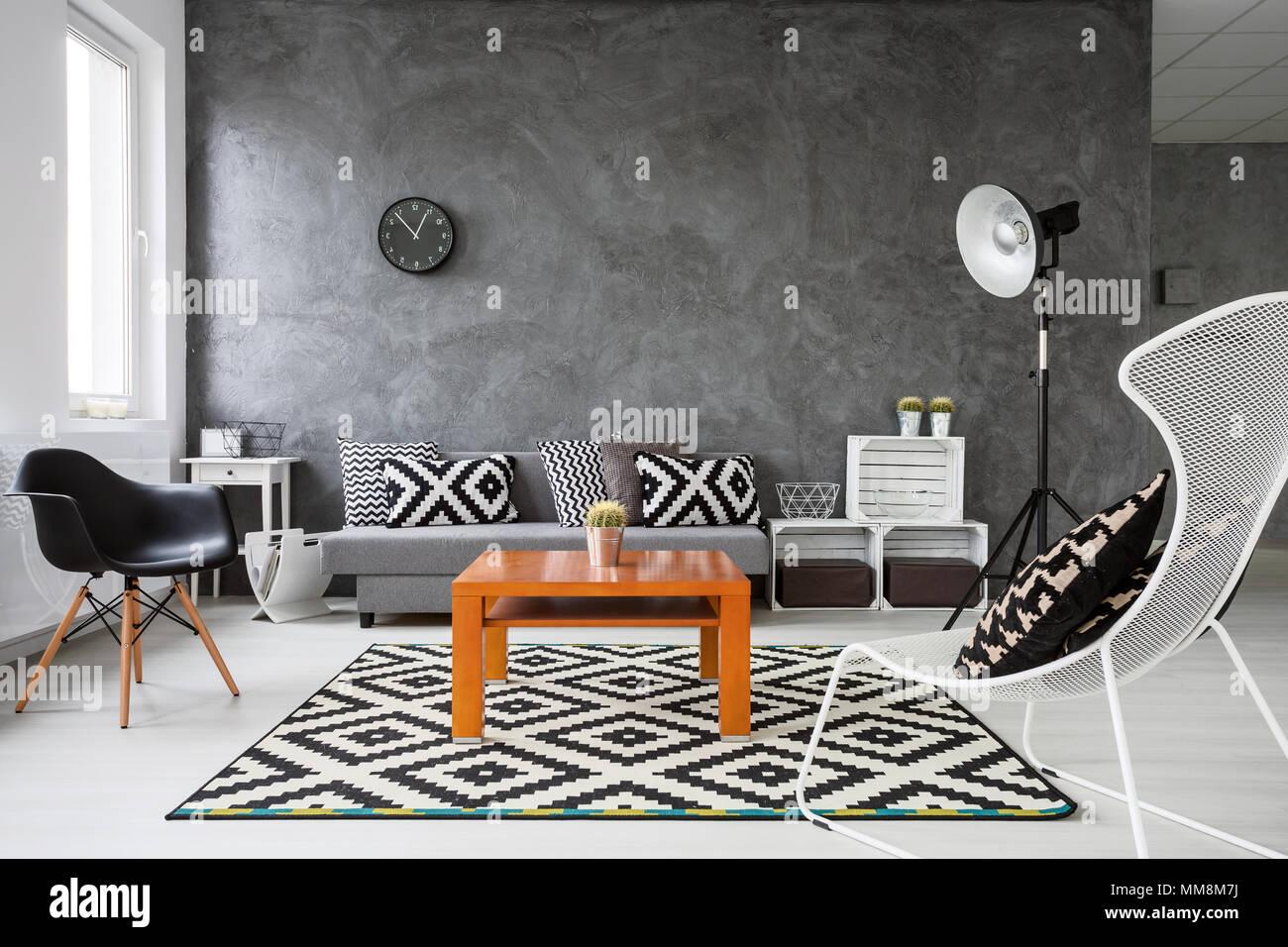 Pareti Soggiorno Grigio E Bianco : Soggiorno con pareti di colore grigio e bianco parquet in legno