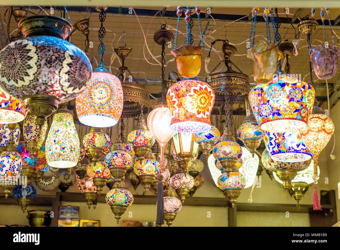 Sfocata colorato tradizionale artigianale di bagno turco lampade e