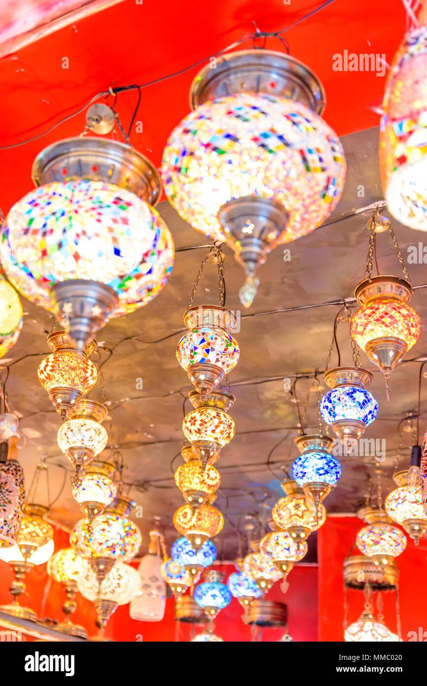 Colorato tradizionale artigianale di Bagno Turco lampade e lanterne ...